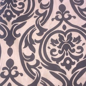 Dresses - Long sleeve brown dress with black damask pattern